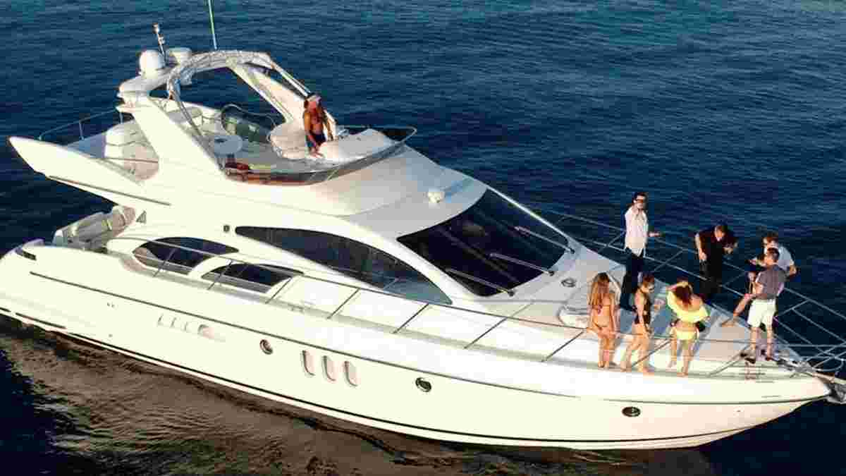 Azimuth 57' ft yacht